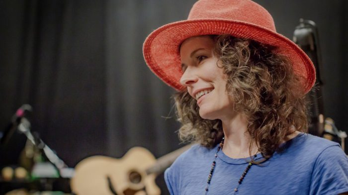 Interview: Edie Brickell on New Bohemians, Jerry Garcia, Whistling at Paul Simon's Farewell Shows