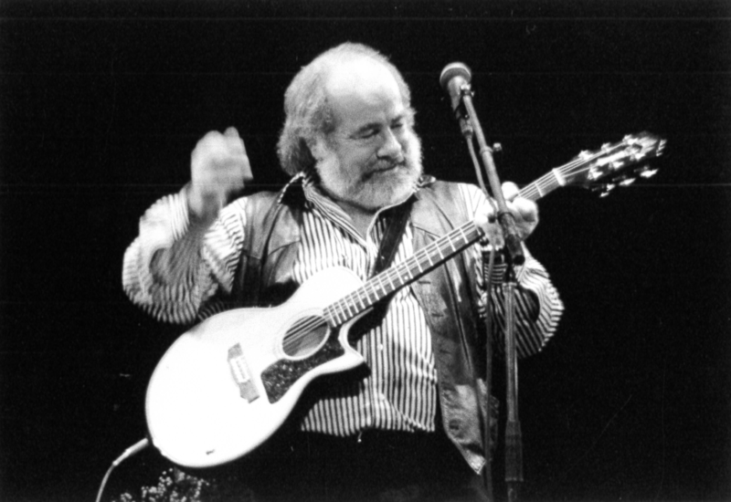 """Happy Birthday Robert Hunter: Read His Take on the Grateful Dead's """"Greatest Hits"""""""